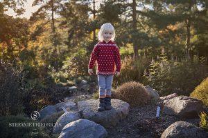 pige i sollys i Botanisk Have Århus