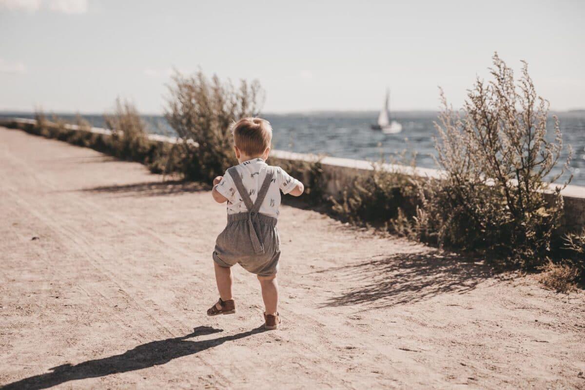 baby fotografering-aarhus-havn-modlys