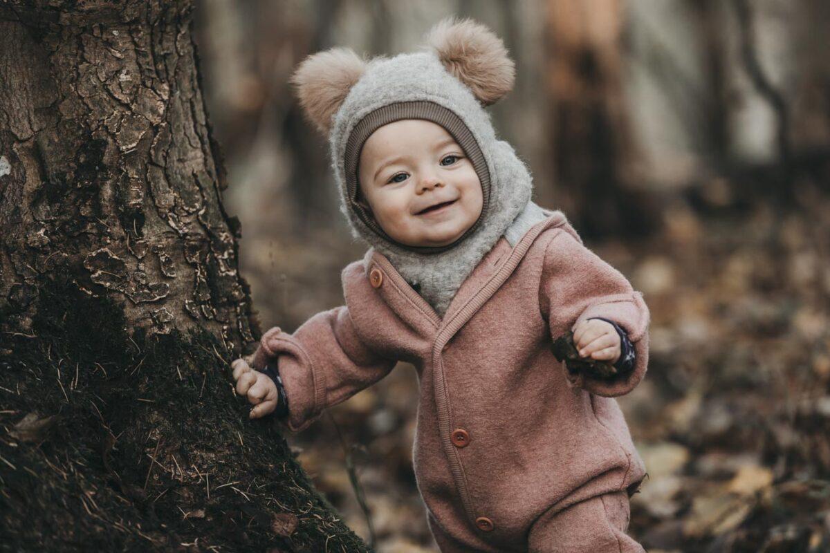 babyfotograf-skov-udenfor-blade-efterår