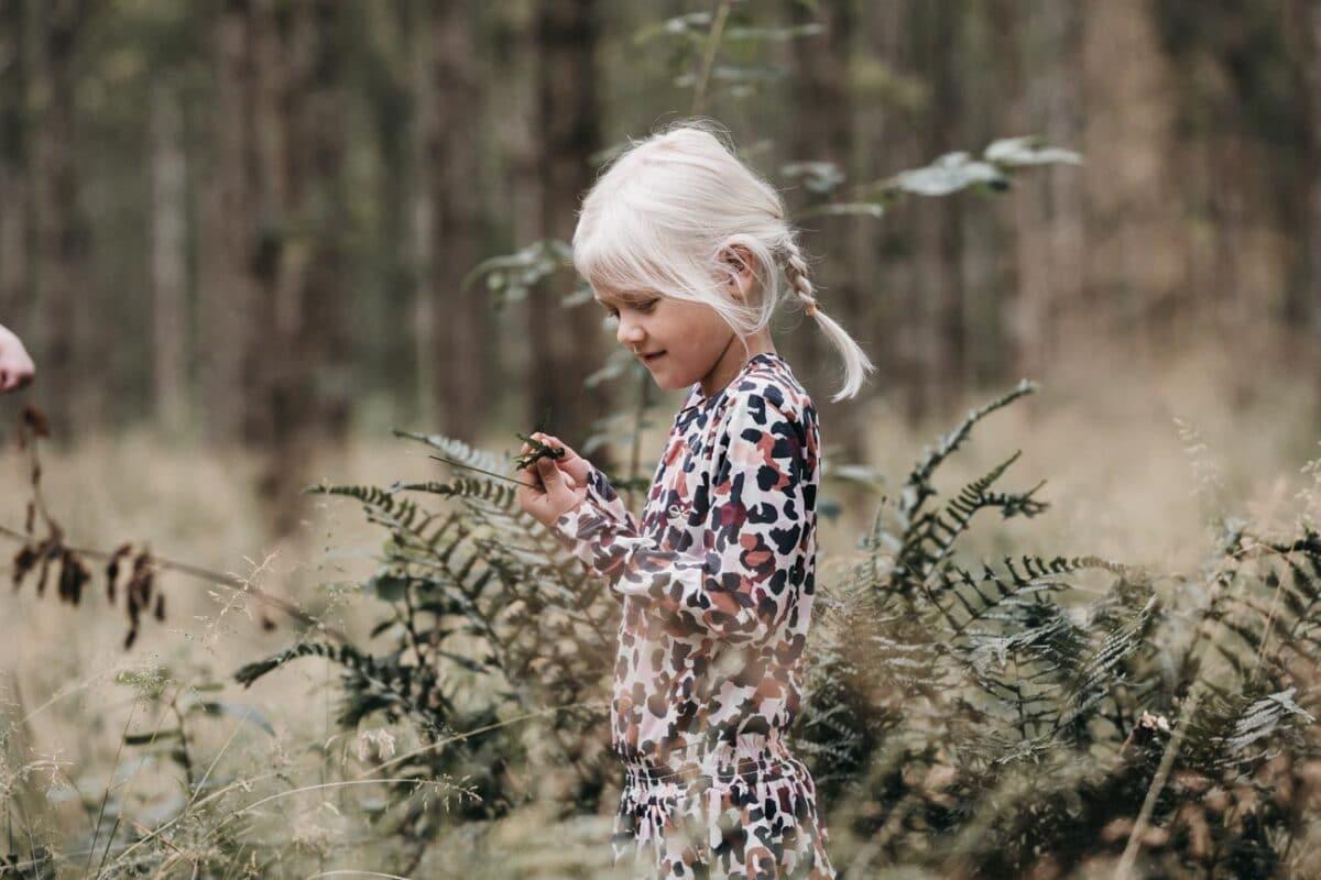 børnefotograf-østjylland-aarhus-skov-familie-naturlig