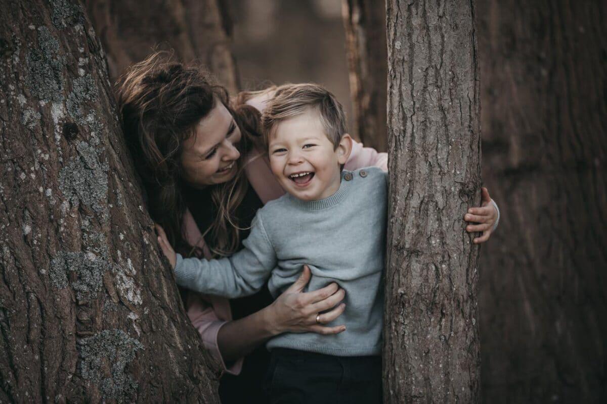 familiefotograf-aarhus-boern-kilde-naturlig