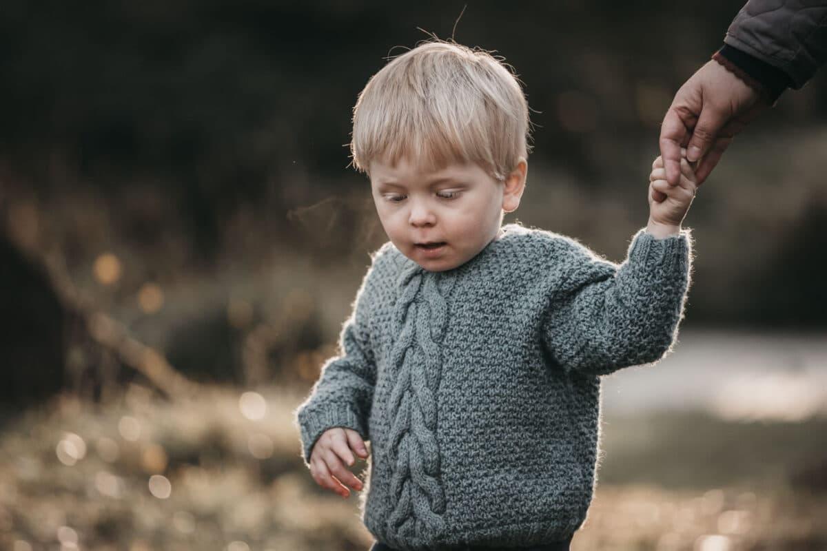 skov-hånd-børneportræt